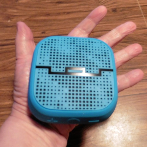 Hot Holiday Gift Idea – SOL REPUBLIC PUNK Speaker – With Giveaway