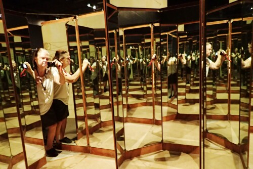 Da Vinci's Eight-sided Mirror
